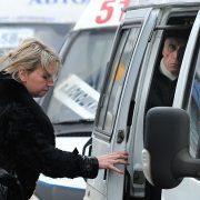 Жители Москвы смогут использовать проездные и соцкарты при проезде в маршрутках с июня