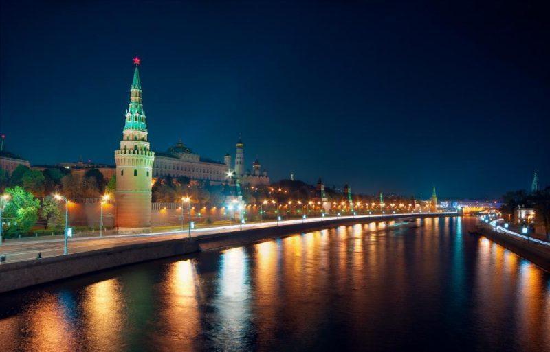 Места в Москве - Кремлевская набережная ночью