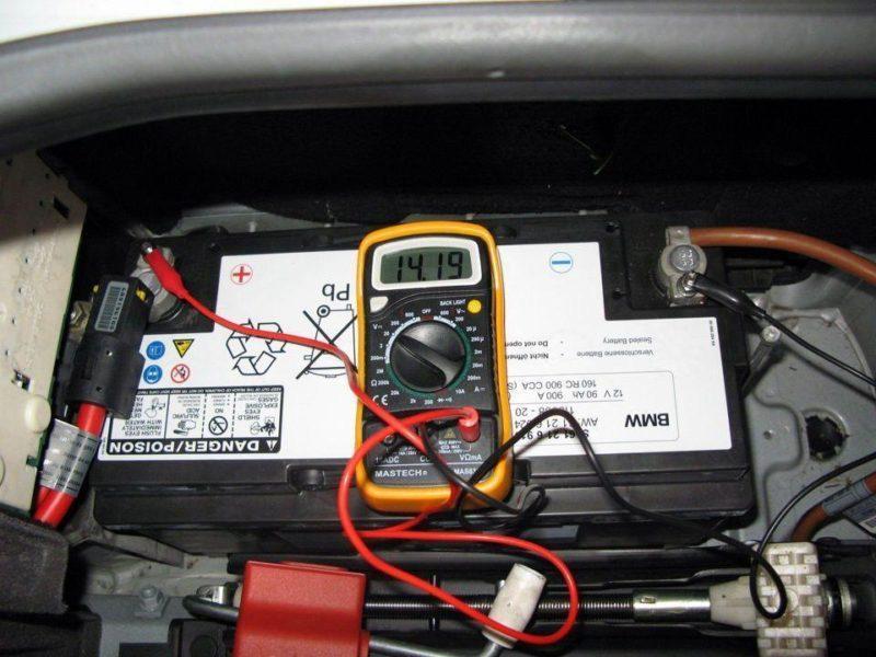 Автомобильный аккумулятор: сколько служит и как продлить срок эксплуатации