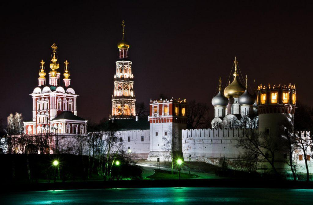 Места в Москве - Новодевичий монастырь ночью