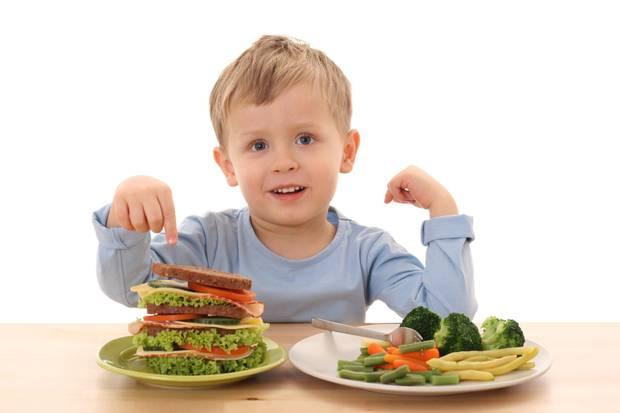 Нужно ли заставлять ребенка кушать