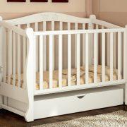 стильная детская кроватка