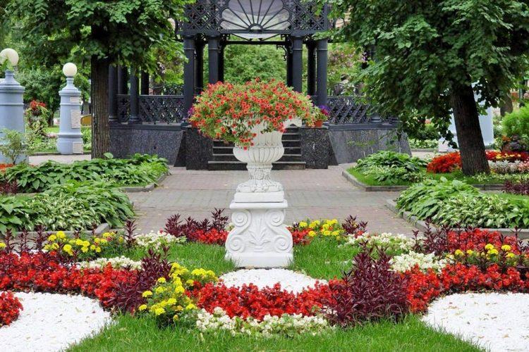 В саду в Москве Эрмитаж