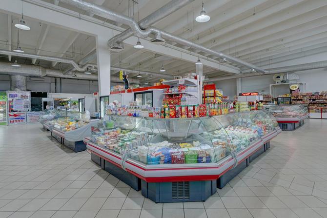 Витрины Ленинградского рынка в Москве